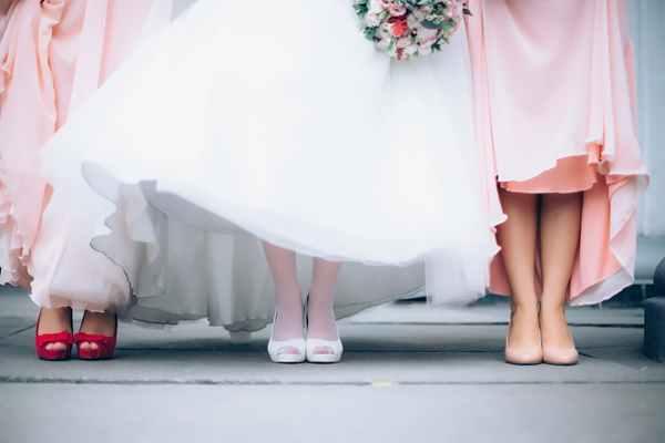 Tradycyjny film z wesela czy teledysk ślubny - co warto wybrać?